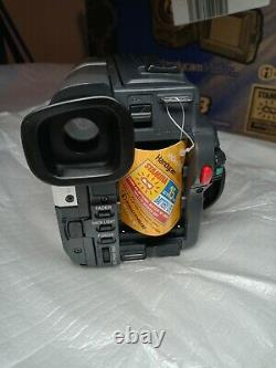 Sony CCD-TRV108 Hi-8 Analog Camcorder Record Transfer Watch Video (+4 Tapes)